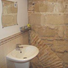 Отель Hostal Fenix Испания, Херес-де-ла-Фронтера - отзывы, цены и фото номеров - забронировать отель Hostal Fenix онлайн ванная