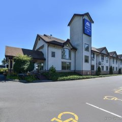 Отель Canadas Best Value Inn Langley Лэнгли парковка