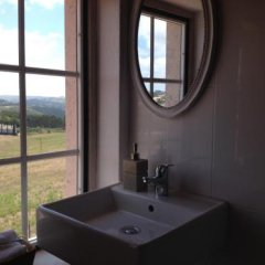 Отель Quatro SÓis Guesthouse Мафра ванная