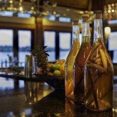 Отель The St Regis Bora Bora Resort Французская Полинезия, Бора-Бора - отзывы, цены и фото номеров - забронировать отель The St Regis Bora Bora Resort онлайн гостиничный бар