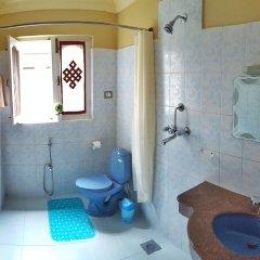 Отель Karma Suites Непал, Катманду - отзывы, цены и фото номеров - забронировать отель Karma Suites онлайн ванная фото 2