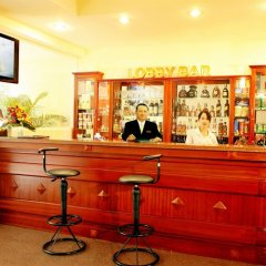 Отель Victory Saigon Hotel Вьетнам, Хошимин - отзывы, цены и фото номеров - забронировать отель Victory Saigon Hotel онлайн гостиничный бар