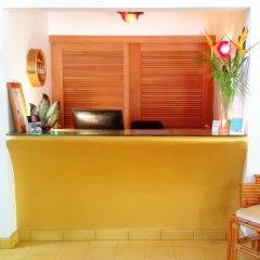 Отель Idle Awhile Resort Ямайка, Саванна-Ла-Мар - отзывы, цены и фото номеров - забронировать отель Idle Awhile Resort онлайн интерьер отеля