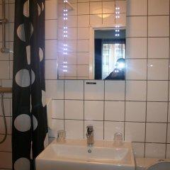 Отель Bicycle Hotel Amsterdam Нидерланды, Амстердам - отзывы, цены и фото номеров - забронировать отель Bicycle Hotel Amsterdam онлайн ванная