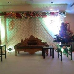 Отель Radisson Hyderabad Hitec City интерьер отеля