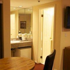 Отель Wilshire Crest Hotel США, Лос-Анджелес - отзывы, цены и фото номеров - забронировать отель Wilshire Crest Hotel онлайн удобства в номере фото 2