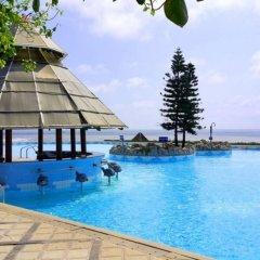 Отель Long Hai Beach Resort бассейн