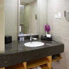 Отель Ramada Plaza Shanghai Pudong Airport Китай, Шанхай - отзывы, цены и фото номеров - забронировать отель Ramada Plaza Shanghai Pudong Airport онлайн ванная