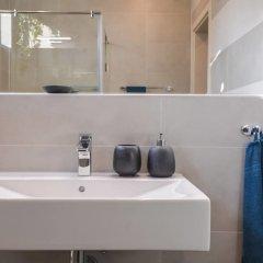 Отель FM Luxury 1-BDR Apartment - Sofia Dream Jungle Болгария, София - отзывы, цены и фото номеров - забронировать отель FM Luxury 1-BDR Apartment - Sofia Dream Jungle онлайн ванная