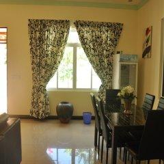 Отель Charming Holiday Lodge Мальдивы, Хулхудху (Атолл Адду) - отзывы, цены и фото номеров - забронировать отель Charming Holiday Lodge онлайн Хулхудху (Атолл Адду) питание