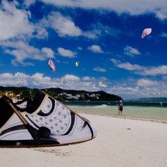 Отель Isla Kitesurfing Guesthouse Филиппины, остров Боракай - 1 отзыв об отеле, цены и фото номеров - забронировать отель Isla Kitesurfing Guesthouse онлайн пляж фото 2