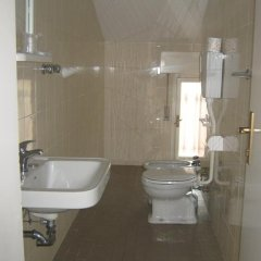 Hotel Carmen Viserba Римини ванная фото 2