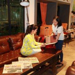 Отель Siamese Studio Таиланд, Бангкок - отзывы, цены и фото номеров - забронировать отель Siamese Studio онлайн гостиничный бар