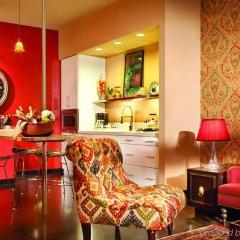 Отель The Redbury @ Hollywood and Vine гостиничный бар
