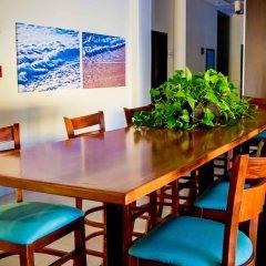 Отель Fairfield Inn by Marriott Los Cabos Мексика, Кабо-Сан-Лукас - отзывы, цены и фото номеров - забронировать отель Fairfield Inn by Marriott Los Cabos онлайн гостиничный бар