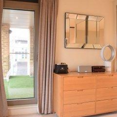 Отель Charming 2 Bedroom Apartment Next to Maltby Market Великобритания, Лондон - отзывы, цены и фото номеров - забронировать отель Charming 2 Bedroom Apartment Next to Maltby Market онлайн комната для гостей фото 4