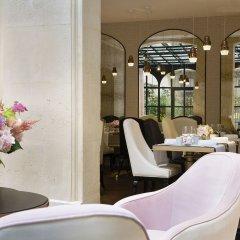 Отель Le Narcisse Blanc & Spa Франция, Париж - 1 отзыв об отеле, цены и фото номеров - забронировать отель Le Narcisse Blanc & Spa онлайн гостиничный бар