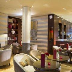 Radisson Blu Hotel Champs Elysées, Paris гостиничный бар