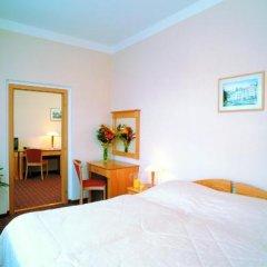 Отель Wellness Hotel Jean De Carro Чехия, Карловы Вары - отзывы, цены и фото номеров - забронировать отель Wellness Hotel Jean De Carro онлайн комната для гостей фото 3