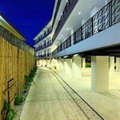 Отель Surintra Boutique Resort парковка