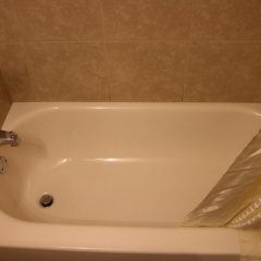 Отель Jasper Ridge Inn Ishpeming By Magnuson Worlwide ванная фото 2