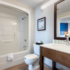 Отель Quality Suites Quebec City Канада, Квебек - отзывы, цены и фото номеров - забронировать отель Quality Suites Quebec City онлайн ванная