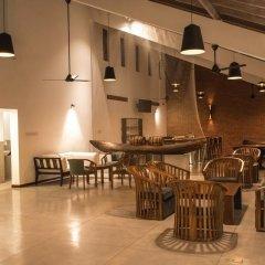 Отель The Villas Wadduwa гостиничный бар