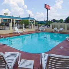 Отель Econo Lodge Vicksburg США, Виксбург - отзывы, цены и фото номеров - забронировать отель Econo Lodge Vicksburg онлайн бассейн фото 2
