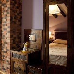 Отель El Requexu Apartamentos Rurales сейф в номере