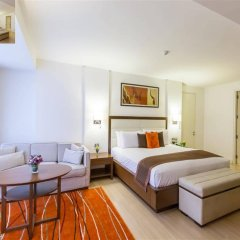 Отель Oakwood Residence Sukhumvit 24 Бангкок комната для гостей фото 3