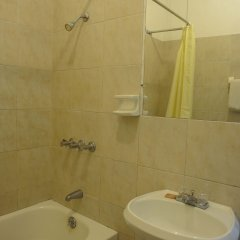 Отель Gloriana Hotel Ямайка, Монтего-Бей - отзывы, цены и фото номеров - забронировать отель Gloriana Hotel онлайн ванная фото 2