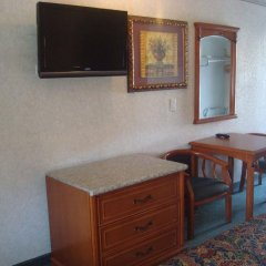 Отель Beverly Inn США, Лос-Анджелес - отзывы, цены и фото номеров - забронировать отель Beverly Inn онлайн удобства в номере фото 2