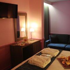 Отель POUSSIN Париж комната для гостей