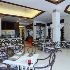 Отель Days Inn by Wyndham Patong Beach Phuket Таиланд, Карон-Бич - 1 отзыв об отеле, цены и фото номеров - забронировать отель Days Inn by Wyndham Patong Beach Phuket онлайн питание фото 2
