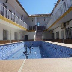 Отель Hostal Los Mellizos Испания, Кониль-де-ла-Фронтера - отзывы, цены и фото номеров - забронировать отель Hostal Los Mellizos онлайн бассейн
