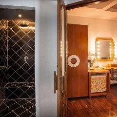 Отель Tango Beach Resort сейф в номере
