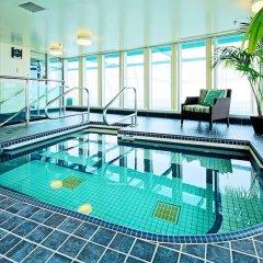 Отель Hampton Inn and Suites by Hilton, Downtown Vancouver Канада, Ванкувер - отзывы, цены и фото номеров - забронировать отель Hampton Inn and Suites by Hilton, Downtown Vancouver онлайн бассейн фото 2
