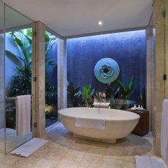 Отель White Rose Kuta Resort, Villas & Spa ванная фото 3