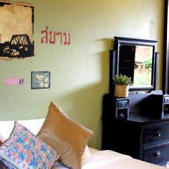 Отель Feung Nakorn Balcony Rooms and Cafe интерьер отеля