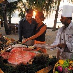 Отель Victoria Beachcomber Resort & Spa питание фото 2