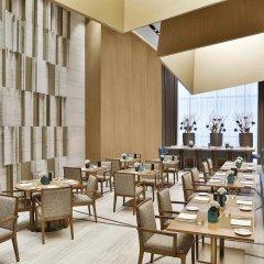 Отель Courtyard by Marriott Al Barsha, Dubai ОАЭ, Дубай - отзывы, цены и фото номеров - забронировать отель Courtyard by Marriott Al Barsha, Dubai онлайн гостиничный бар