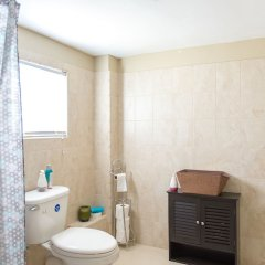 Отель Hartland Breeze Ямайка, Монастырь - отзывы, цены и фото номеров - забронировать отель Hartland Breeze онлайн ванная