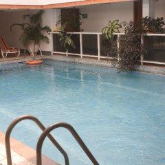 Отель Adwoa Wangara бассейн