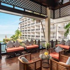 Отель Garden Cliff Resort and Spa Таиланд, Паттайя - отзывы, цены и фото номеров - забронировать отель Garden Cliff Resort and Spa онлайн балкон