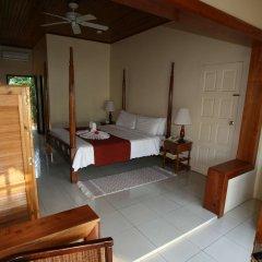 Charela Inn Hotel сейф в номере