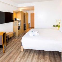 Отель Novotel Madrid Campo de las Naciones сейф в номере
