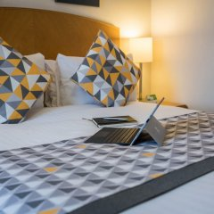 Отель Holiday Inn Manchester West Солфорд сейф в номере