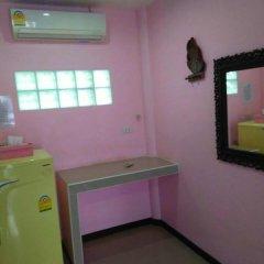 Отель Chosri Resort Koh Larn удобства в номере