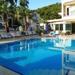 Grand Lukullus Hotel бассейн
