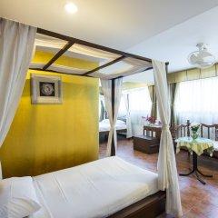 Отель The Best Bangkok House сейф в номере